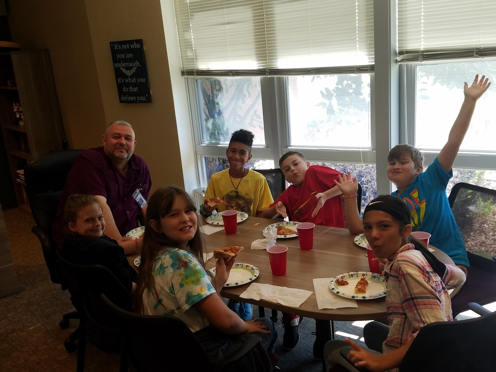 Sierra students eat lunch with Principal Dulcamara