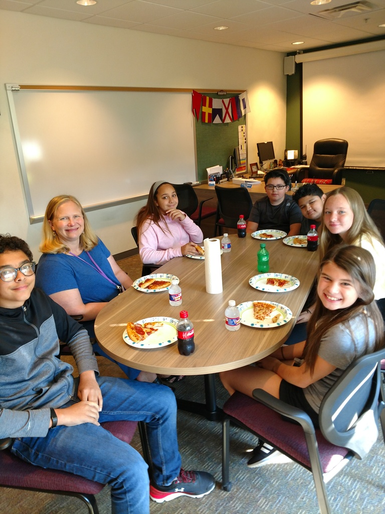 students eat with Asst. Principal