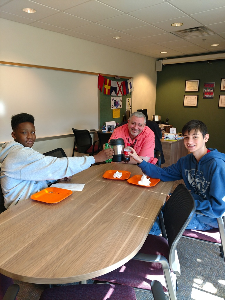 Students eat with Principal Dulcamara and talk about Anime