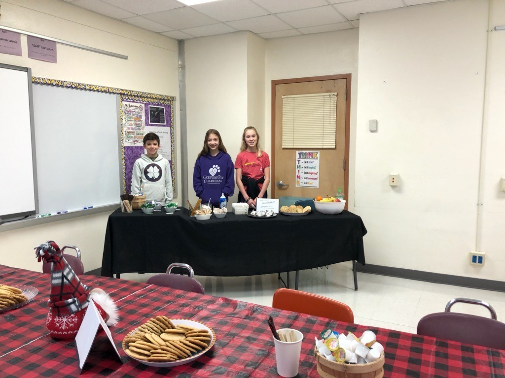 Jr Beta members serve cookies